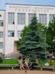 Ректор Клемешев и его друзья с дипломами